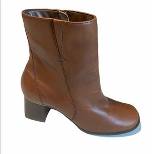 NATURALIZER Brown Ankle Boots Women's Zipper 7Wide